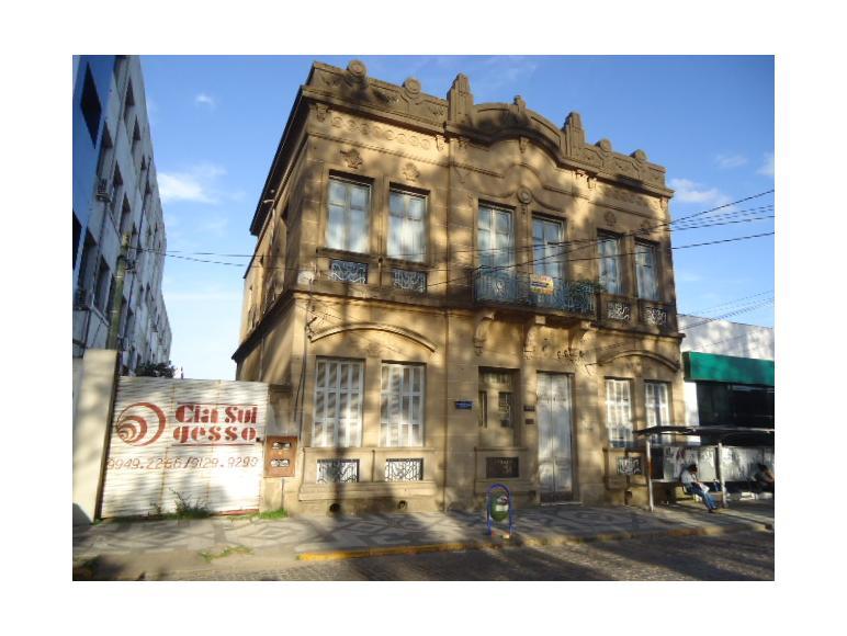 Casa entre o  Col�gio Auxiliadora e o Banco Sicredi
